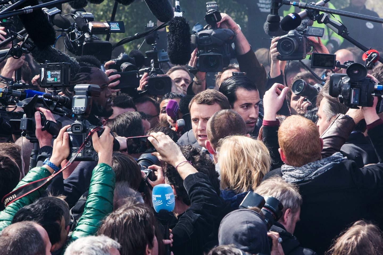 Macron marche sur des off — Benalla