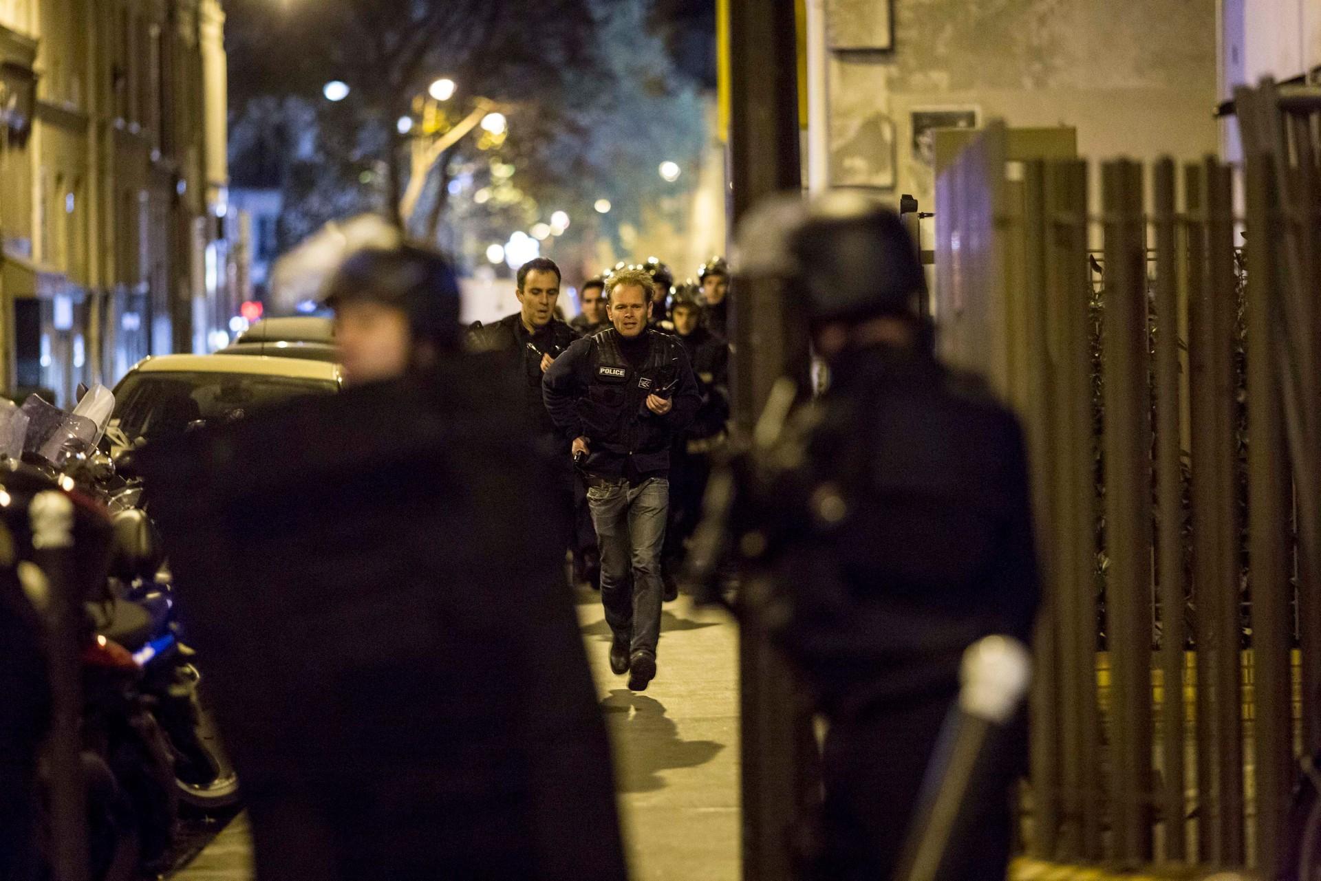 ep7 policiers bataclan img header